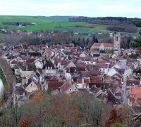 Средневековый городок Нойюр сюр Серейн