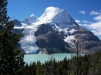 Гора Robson в национальном парке Rocky Mountains