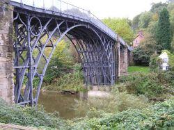 Мост  Айронбридж (Ironbridge) через реку Северн (Severn)