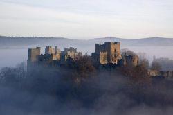 Замок Людлоу (Ludlow  Castle) в  утреннем тумане