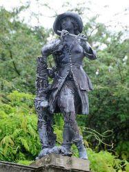 Изящная свинцовая статуя в замке Поуис (Powis castle)