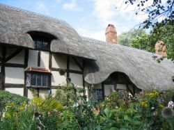 Коттедж  Анны Хэттевей (Anne Hathaway's Cottage)