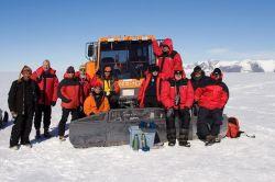 """Группа участников  тура """"Антарктическая экспедиция"""" после поездки на  снегоходах"""