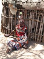 Женщина племени Самбуру у своего дома
